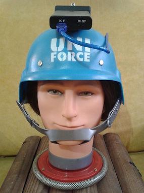 casco y computadora en el escape room zombie