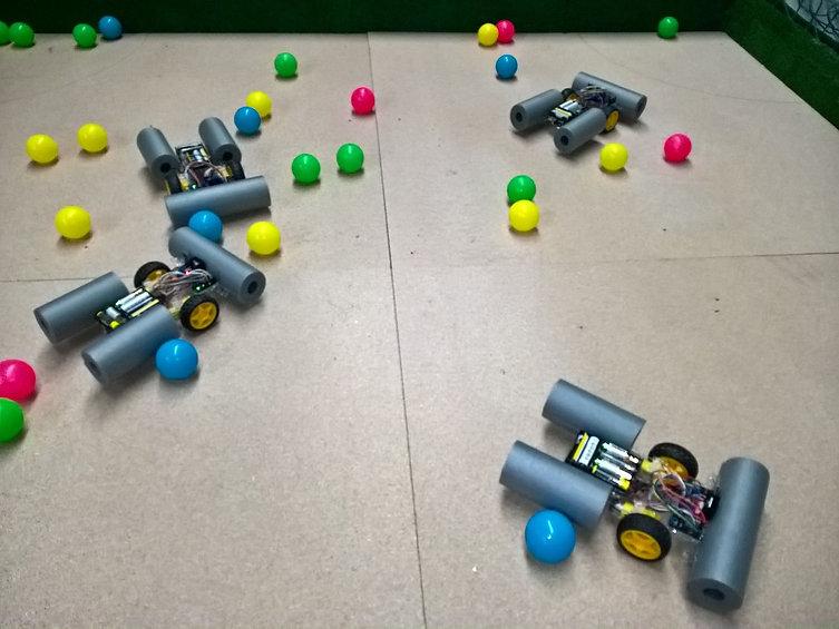 JUEGO CON ROBOTS.jpg