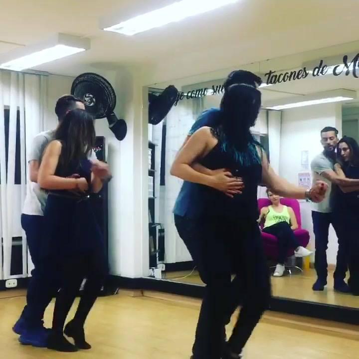 Entre más estamos con la gente linda de La Suculenta, más nos gusta bailar!  Bachata, martes 7pm. La cita perfecta para moverte suavecito y rico!!!