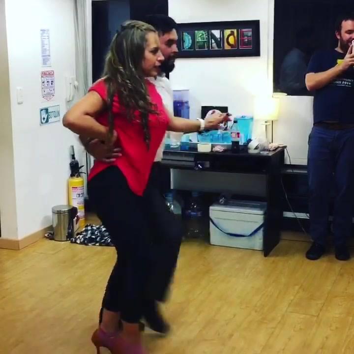 Un show con el sello de La Suculenta! Bonito y encantador...  La pasamos todo el año bailando, riendo, y disfrutando en la escuela. El mejor cierre es enrumbarnos con música latina que nos gusta y conectar con la gente de La Suculenta. Los esperamos