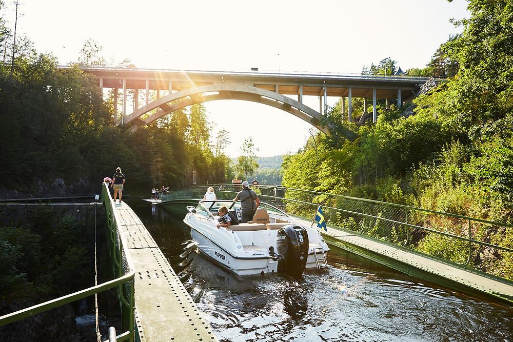 Båt i akvedukten