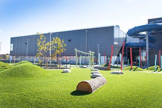En modern och funktionell idrotts- och kulturanläggning full av möjligheter och nyheter. En ny samlingsplats där man kan motionera, leka och umgås.
