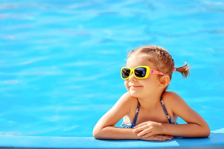 Smiling cute little girl in sunglasses i