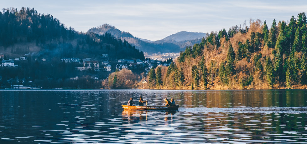 canoeing-in-bled-lake-slovenia_t20_a80m7