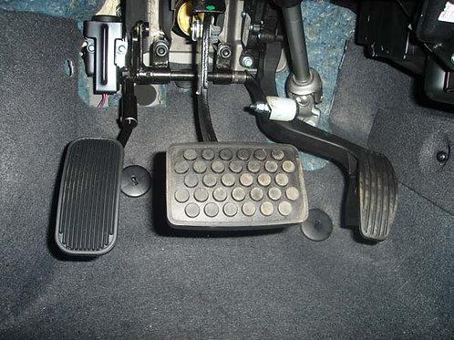 Inversão do Pedal de Acelerador Escamoteável (esquerda)