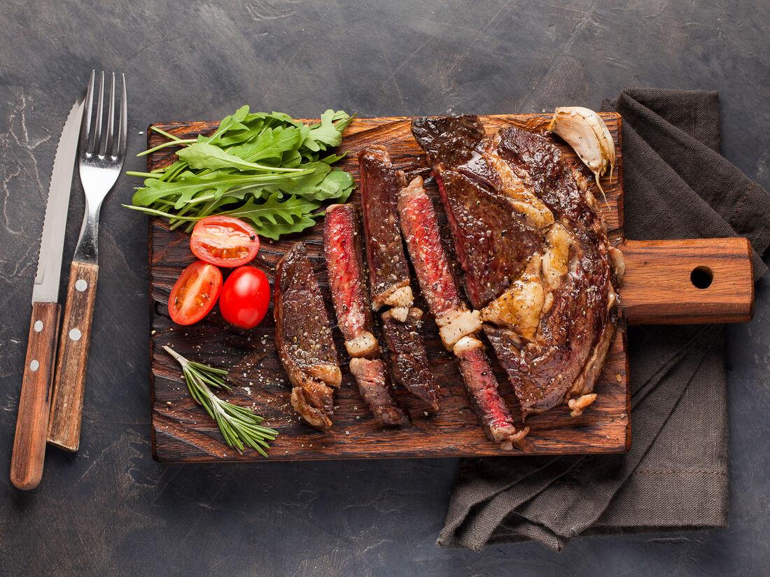 Мясо на углях в парк-отеле Fenix