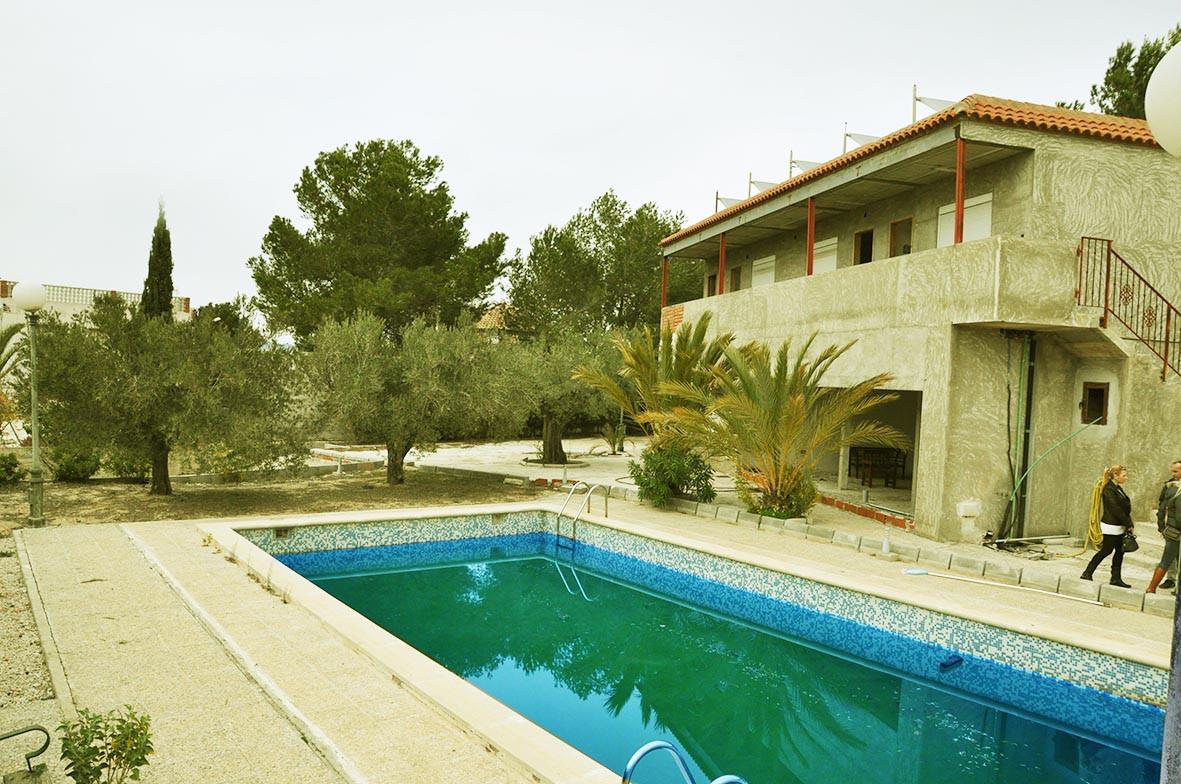 Корпус 2 и бассейн отеля Fenix