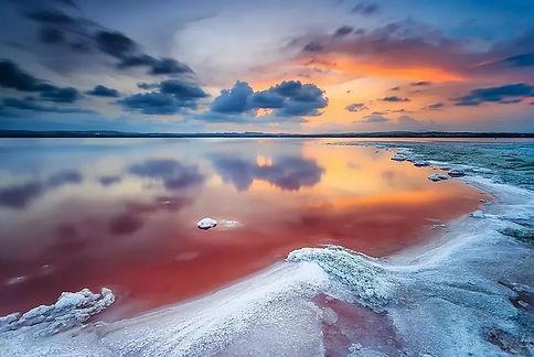 Красота розового озера Salinas de Torrev