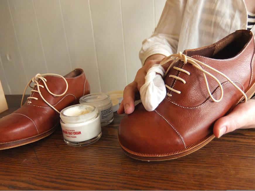 靴磨き作業風景