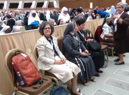 Marcando presença na Assembleia da União Internacional das Superioras Gerais (UISG), em Roma