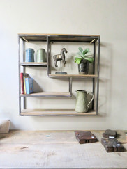 ijzeren frame en eikenhouten plankjes