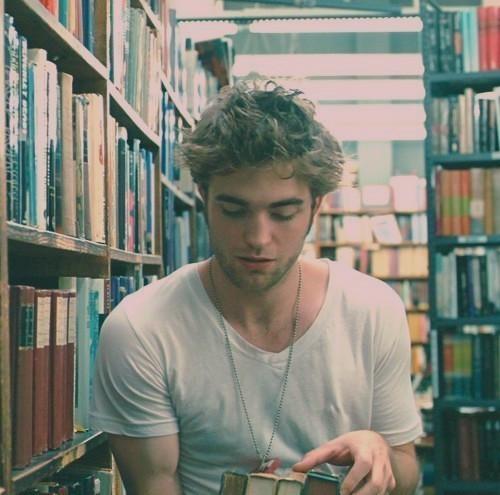 És te mit olvasol, Pattinson?