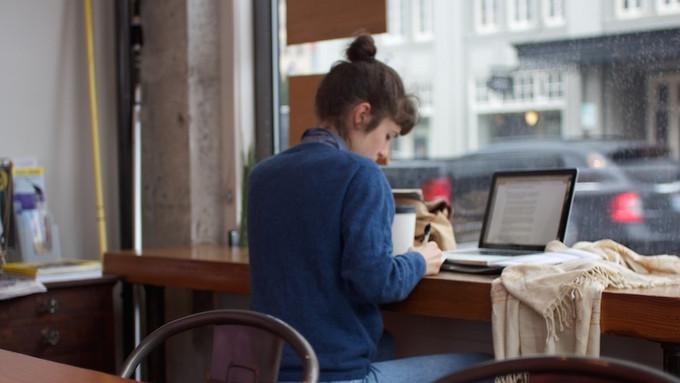 Miért olyan jó kávézóban írni?