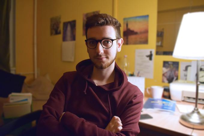 A saját véleményemtől féltem a legjobban - Interjú Kormos Kevinnel, A mindenség peremén fordítójával