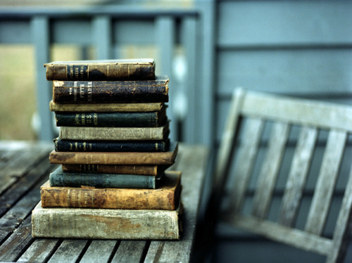 Végre kiderül, mitől van olyan jó illata a régi könyveknek