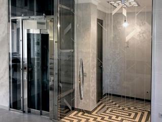 Перегородки – для душевой, приватной зоны и даже лифта