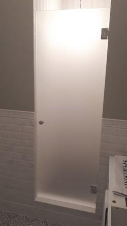 Дверь в душевую