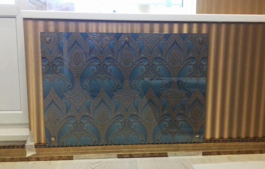 Экран на радиатор из стекла
