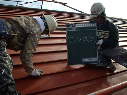 三浦市体育館屋根塗装工事 ケレン状況