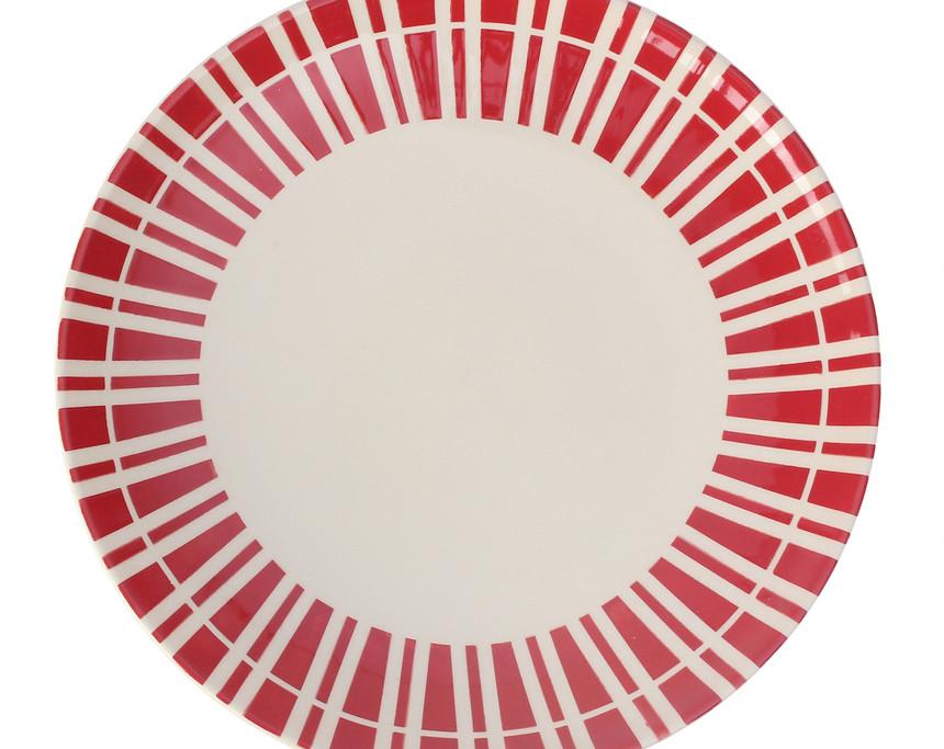 assiette-dejeuner-sur-lherbe-rouge