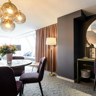 suite-purple-chairs-lamp-clarion-hotel-o