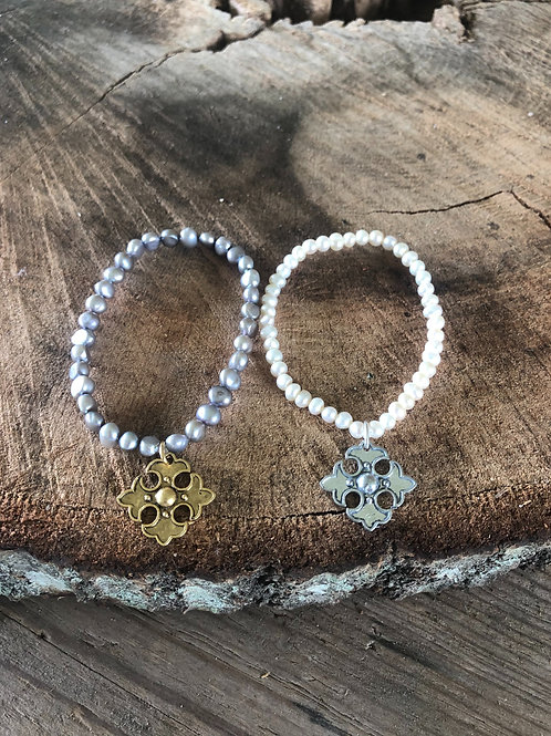 (SPB4) small pearls with apostle cross