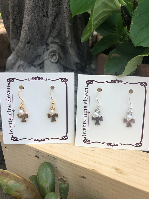 (E1) tiny cross with pearl