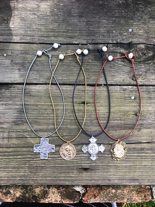 (LN5) adjustable leather with large medallion