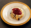 Rosinen Scone mit Clotted Cream und Marm