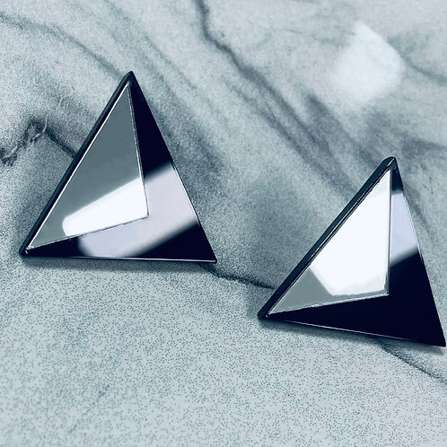 "boucles d'oreilles ""lying triangle"""
