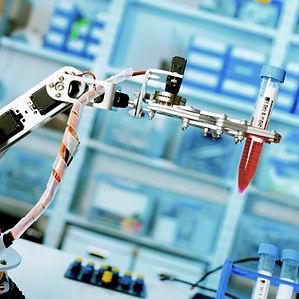 Assistente de laboratório robótico