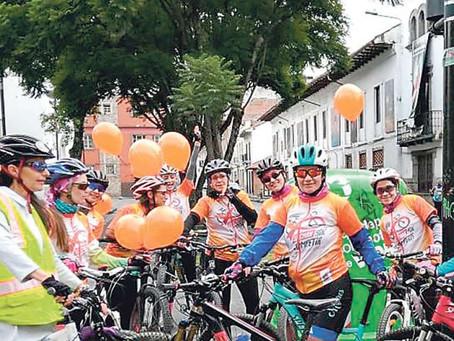Mujeres fomentan uso de 'bici' (Reportaje Diario el Tiempo)