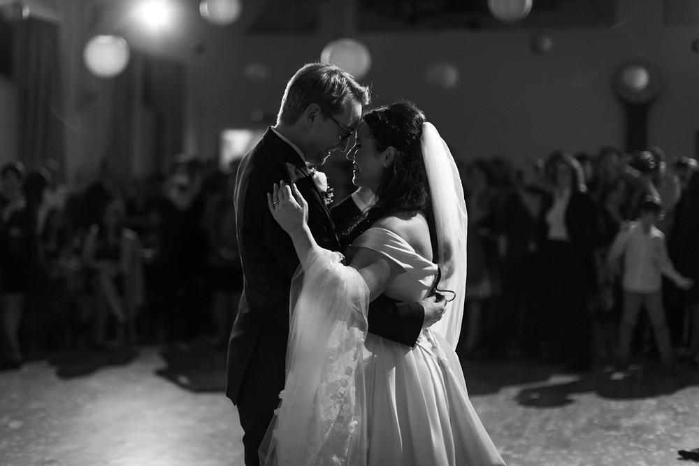 First dance photography, first dance weddings, Steve and Tania Photography, first dance photos