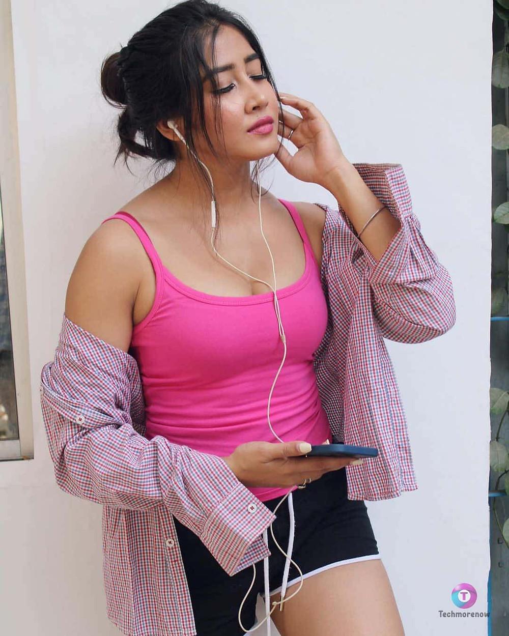 Sofia Ansari Hot Photos and Images
