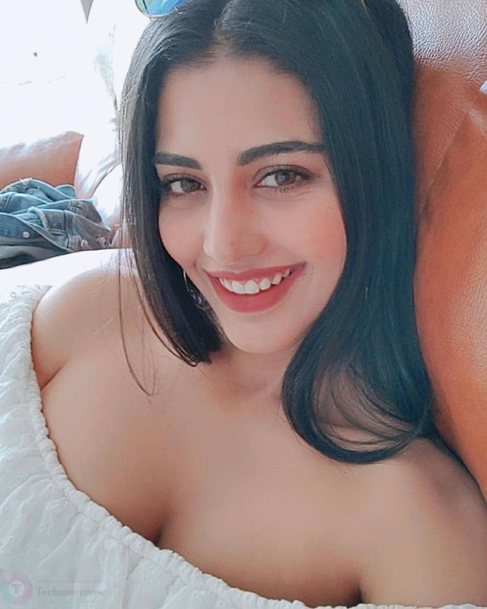 Daksha Nagarkar HD Photos