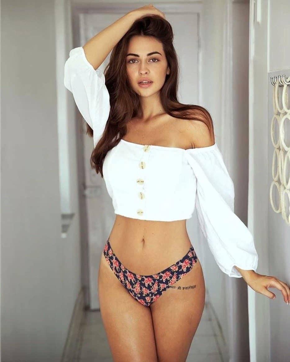 Simona Jesenska Hot