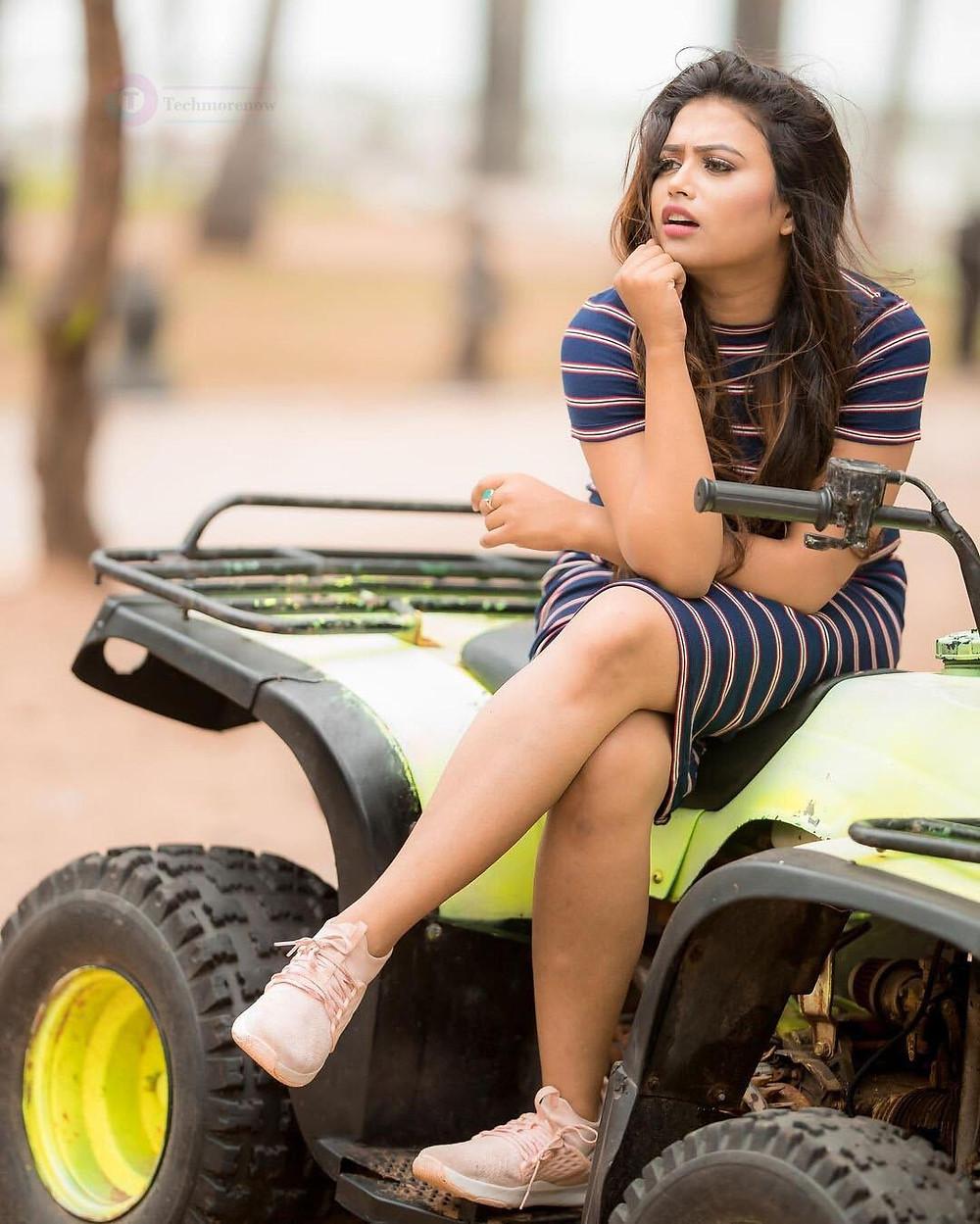 Farina Azad HD Photos