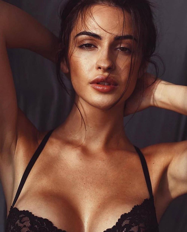 Simona Jesenska Images