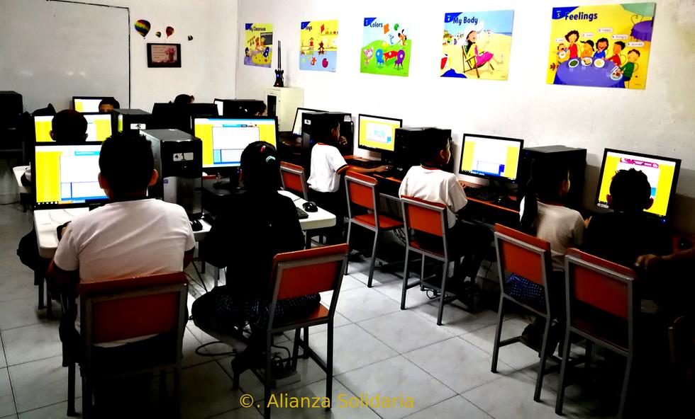 Laboratorio de Inglés abierto