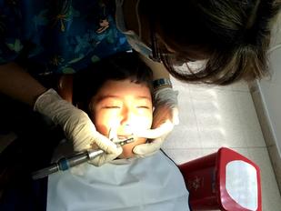 Atención odontológica para los niños del orfanato Turmanyé