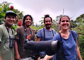 Equipo de trabajo estación biológica en Ecuador