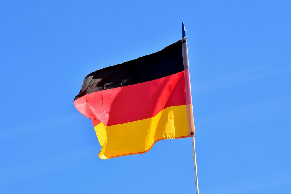 flag-3585157_1920.jpg