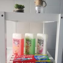 Si vous oubliez gel douche, dentifrice... Escale Détente en a en réserve