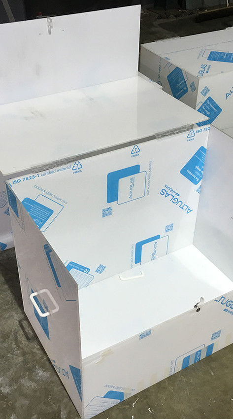 clear-perspex-hinged-boxes-open-with-loc