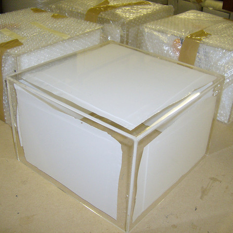 clear-acrylic-boxes-cutting-edge-design-