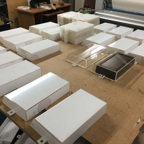 acrylic-display-cases-with-mounting-flan