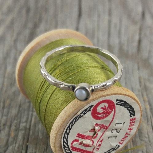'mini' pearl ring