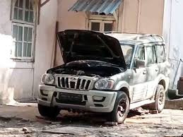 SUV owner who gave bomb scare near Ambani's house found dead