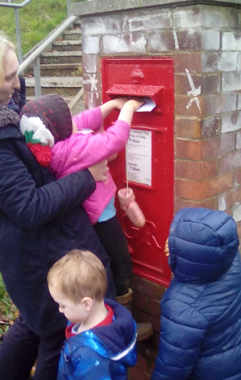 posting letters to santa (6)