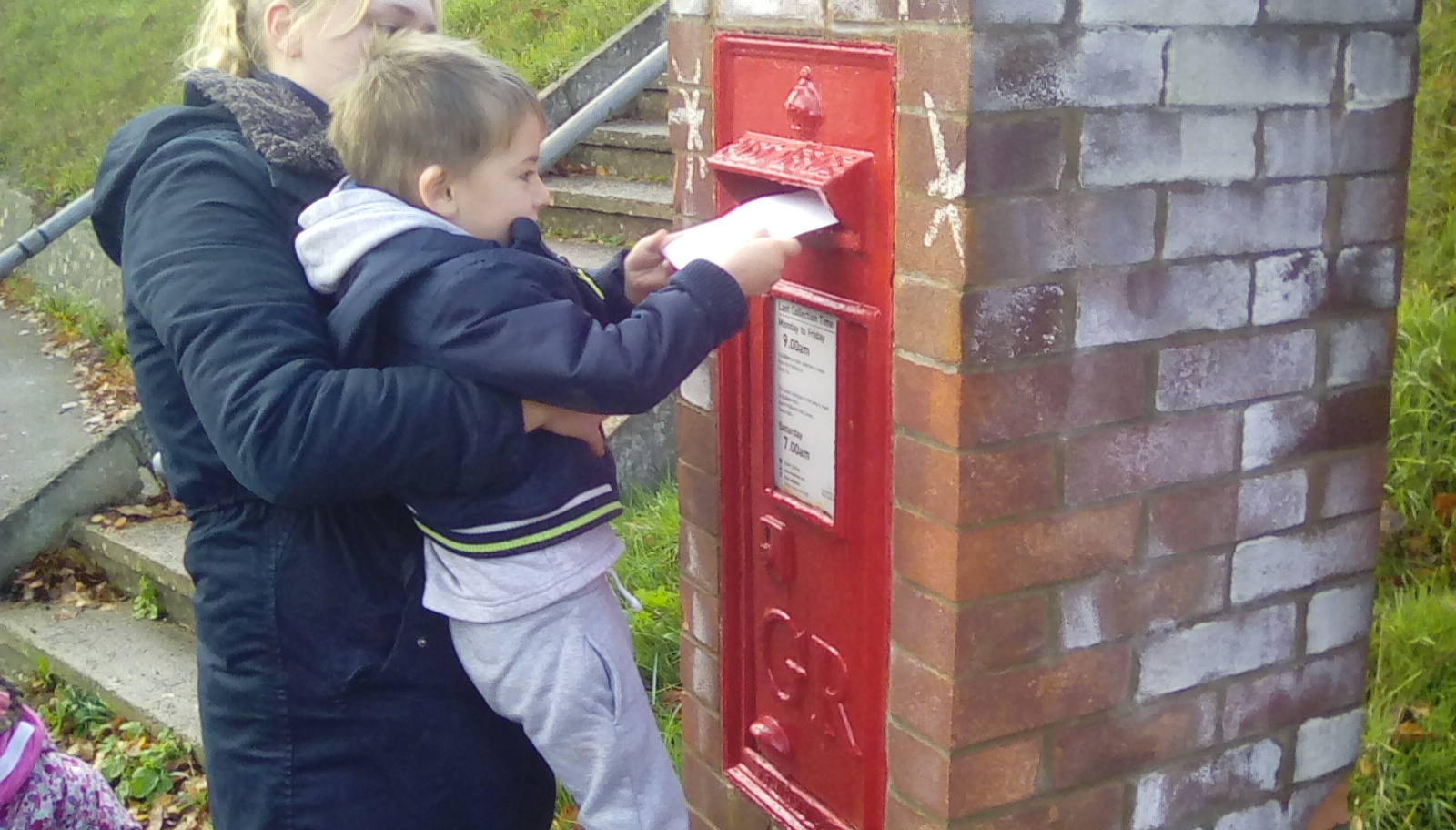 posting letters to santa (1)
